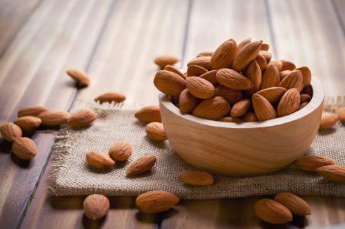 بادام برای کم خونی مفید است
