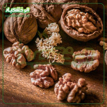گردو با پوست ایرانی قهوه ای